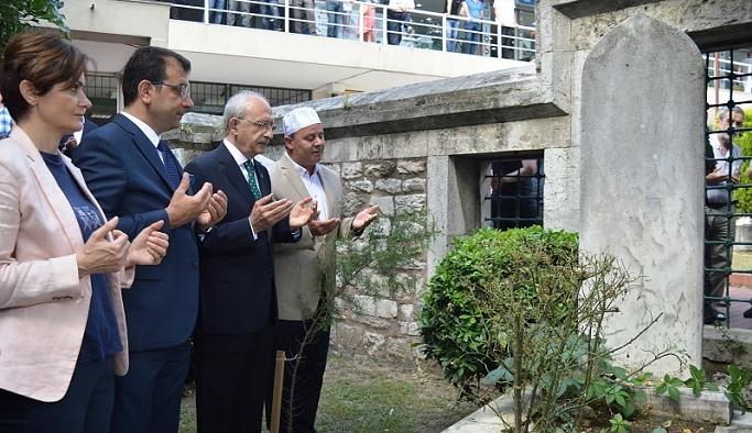 CHP'den ilk İBB başkanının kabrine ziyaret